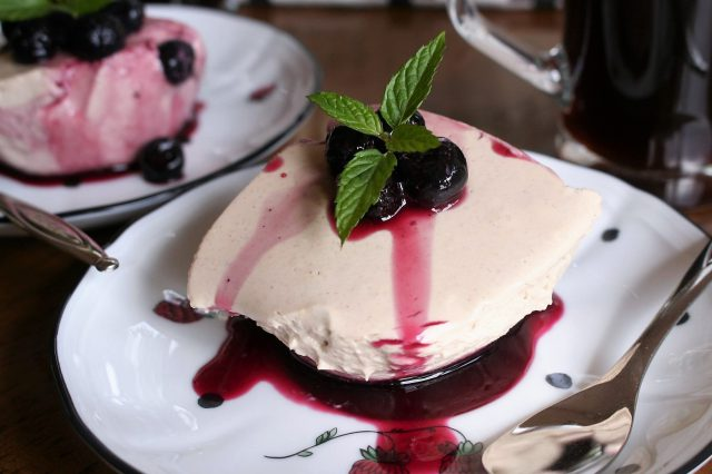 Banana Cheese Cake With Blueberry Sauce